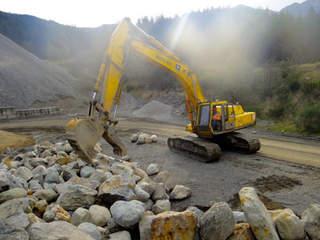 Fine and coarse aggregates in construction aggregates